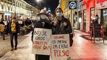 Manuela Gretkowska z córką Polą Pietuchą podczas Strajku Kobiet