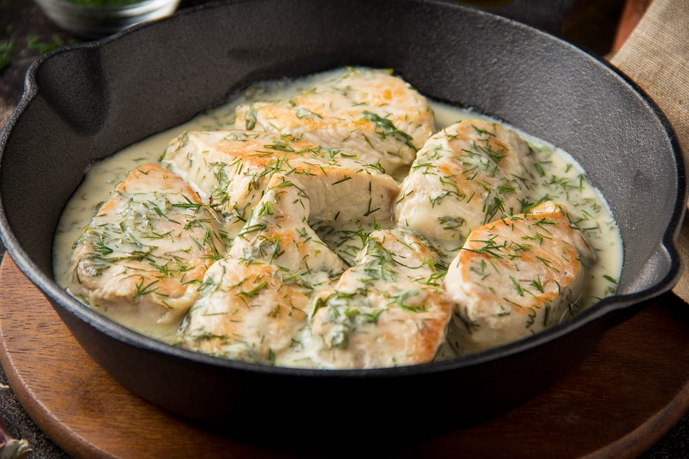 Sos pasuje zarówno do mięs, jak i ryb, doskonale dopełnia dania z makaronem lub ziemniakami