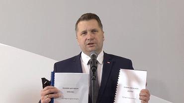 Zmiany w egzaminie ósmoklasisty i maturalnym 2021. Minister Czarnek o zmianach