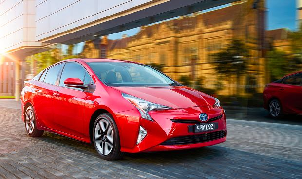 Świat stawia na auta elektryczne. Są przywileje i dopłaty. To droga moda czy ekologiczna konieczność?