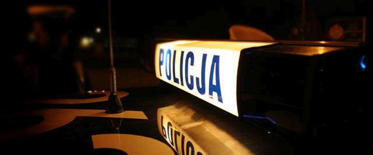 Pijany kierowca uszkodził radiowóz i przejechał policjantce po nodze