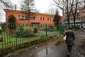 Rodzice oskarżają: Woźna w przedszkolu zaklejała dzieciom buzie za karę