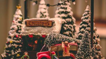 Piosenki świąteczne, które wprowadzą cię w magiczny nastrój [LISTA]