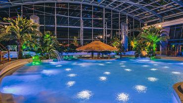 Kielce, listopad 2020 roku, Baseny Tropikalne przy hotelu Binkowski Resort. Próba oświetlenia