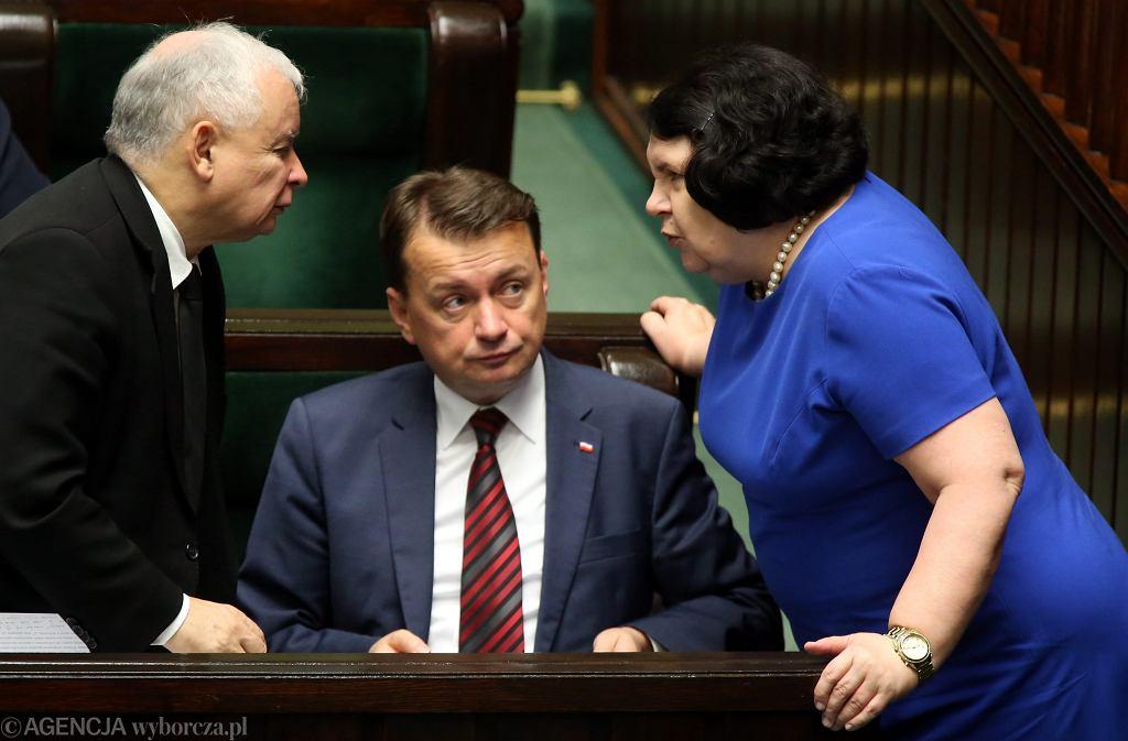 Prezes Jarosław Kaczyński , Mariusz Błaszczak i Anna Sobecka podczas glosowań