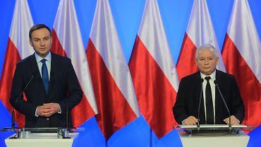 Andrzej Duda (po lewej) oraz Jarosław Kaczyński podczas konferencji prasowej. Duda został ogłoszony kandydatem PiS na fotel prezydencki