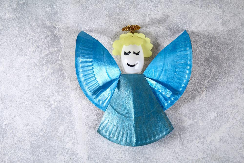 Ozdoby świateczne DIY - papierowy aniołek. Zdjęcie ilustracyjne