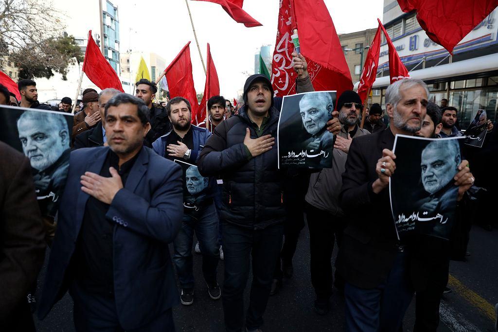 Demonstracja po zabiciu gen. Sulejmaniego na rozkaz prezydenta USA Donalda Trumpa. Teheran, 3 stycznia 2019 r.
