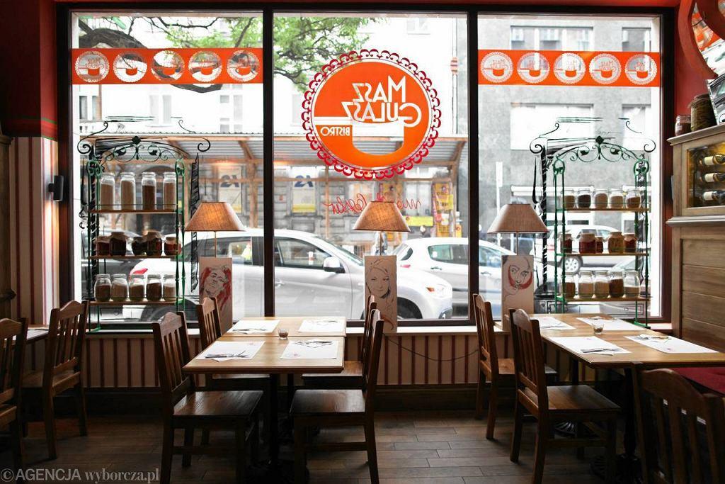 Polacy zaciskają pasa, częściej kupują w dyskontach, mniej wydają w restauracjach