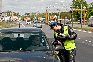 Ile wolno policji podczas kontroli? Co może zrobić policjant? W skrajnym przypadku nawet skierować na powtórny egzamin