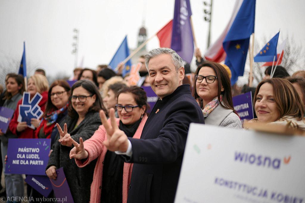 Szczecin, pl. Solidarności. Inauguracja 'Wiosny Kobiet!' z udziałem lidera partii Wiosna Roberta Biedronia