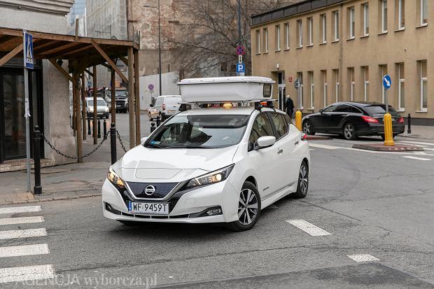 Pojazd kontrolujący płatne parkowanie w Warszawie