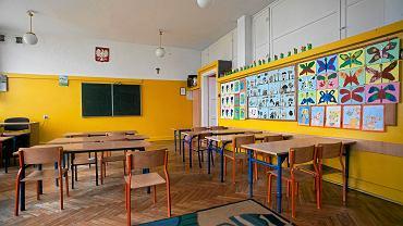 Powrót do szkół 2021. Dzieci się cieszą z powrotu do nauki stacjonarnej