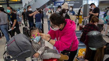 Mieszkańcy w maskach . Wuhan, Chiny, 31 stycznia 2020