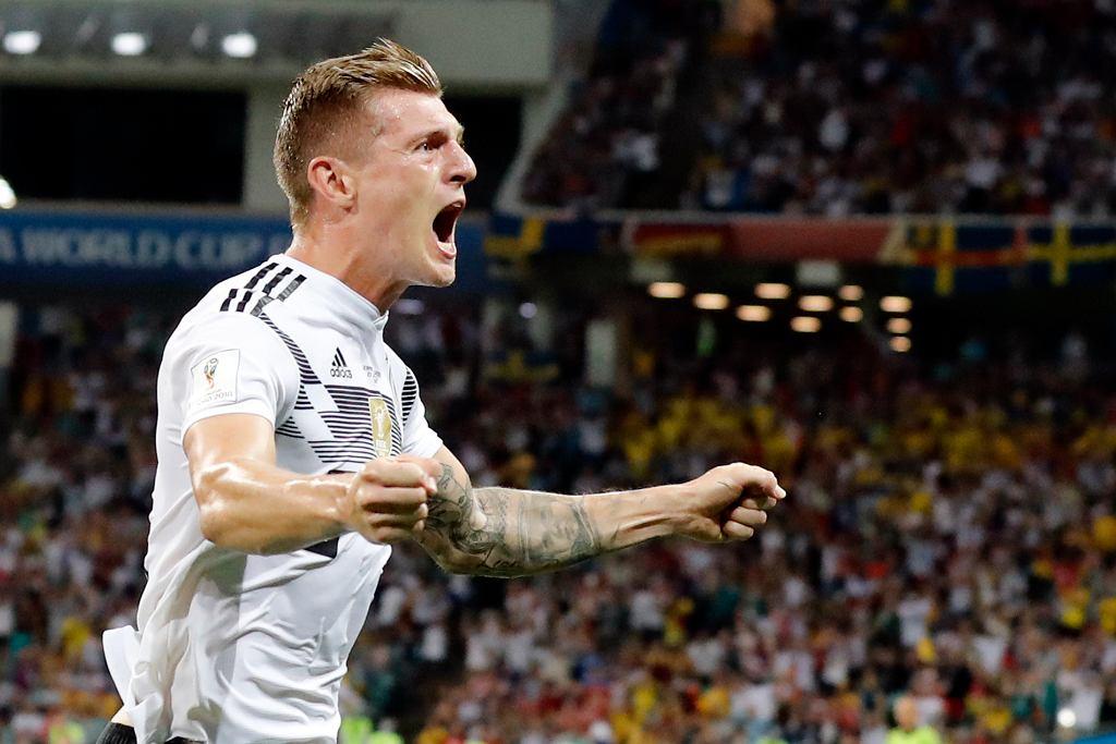 Niemcy - Szwecja 2:1. Zwycięskiego gola fetuje Toni Kroos