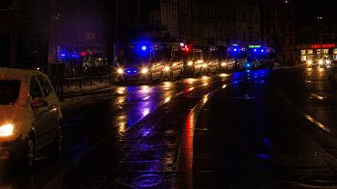 Wrocław. Policja blokuje wejścia do klubów podczas kontroli Sanepidu