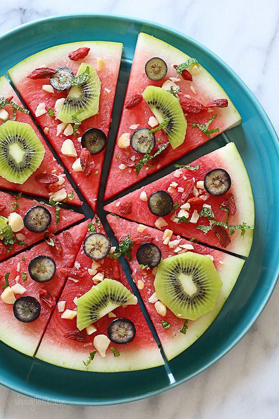Arbuzowa pizza to dobry pomysł na przekąskę na imprezę