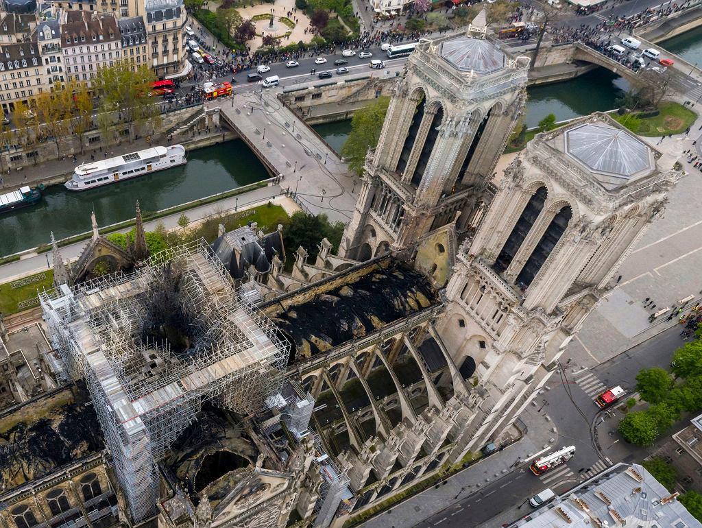 Francja. Katedra Notre Dame po pożarze