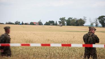 Myśliwiec rozbił się przed godziną drugą w okolicach miejscowości Sakówko pod Pasłękiem