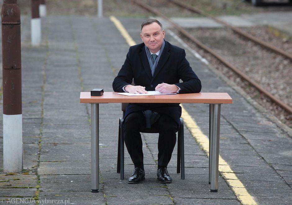 Andrzej Duda w województwie świętokrzyskim podpisał ustawę o transporcie kolejowym