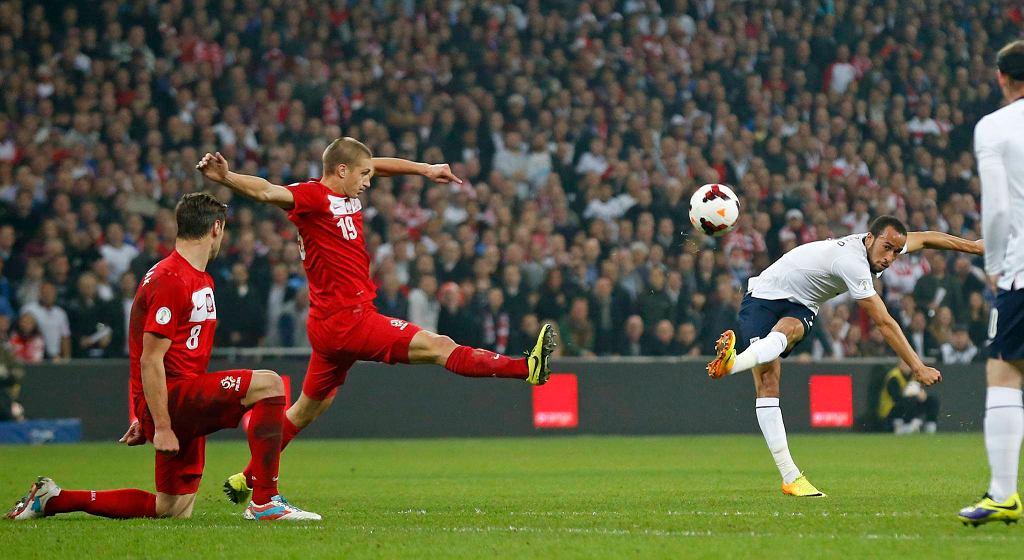 Anglia - Polska 2:0. Z prawej Andros Townsend