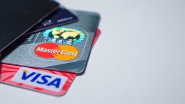 Koronawirus w Polsce. Łatwiejsza płatność kartą. Mastercard i Visa podnoszą limity płatności zbliżeniowych