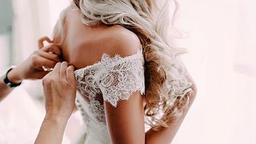 Ślub córki to ważne wydarzenie w życiu rodziców. Zdjęcie ilustracyjne