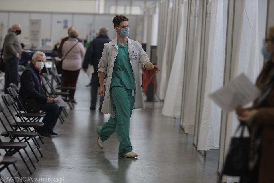 Punkt szczepień w szpitalu tymczasowym na MTP w Poznaniu
