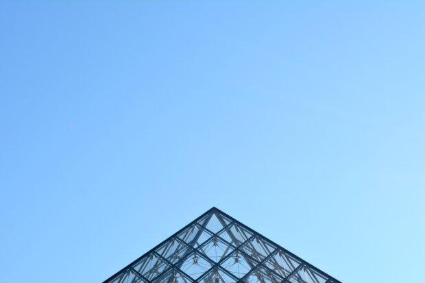 Piramida Luwru, Paryż