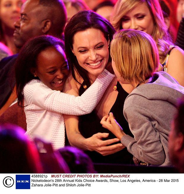 Zahara Jolie-Pitt and Shiloh Jolie-Pitt z mamą Angeliną Jolie podczas gali rozdania nagród Kids Choice