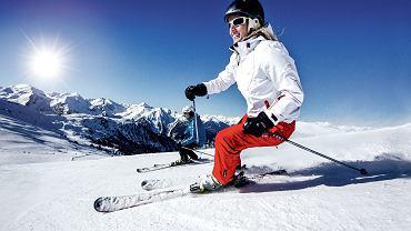 Im szybsza jazda na nartach i im trudniejsza trasa, tym więcej mięśni z górnej części ciała angażujemy do pracy