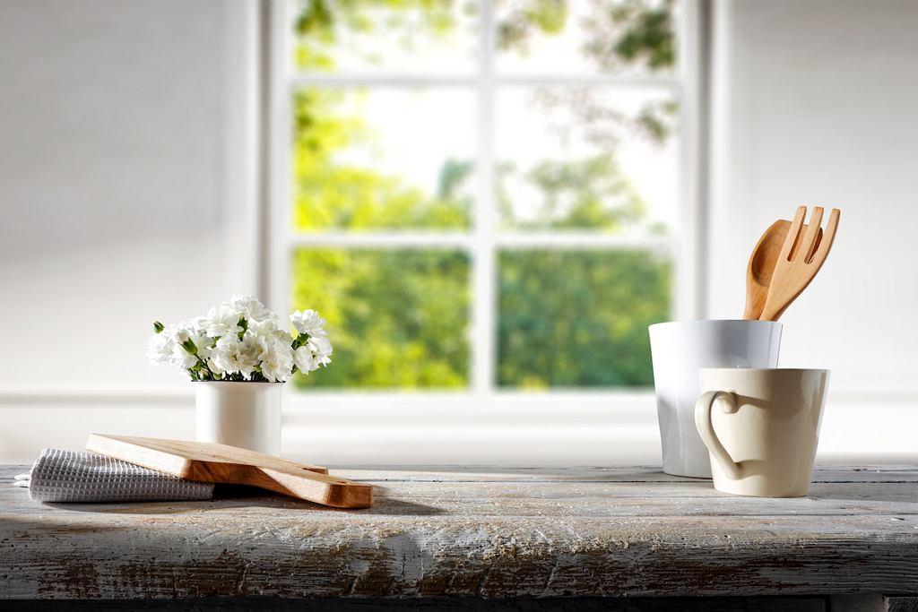 Drewniany blat kuchenny w kolorze bielonego dębu.