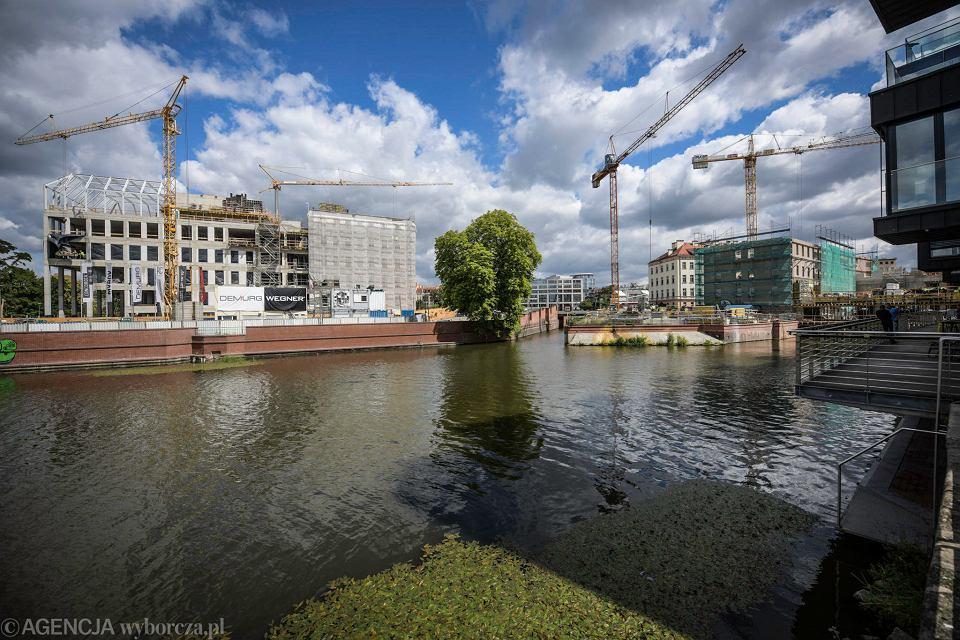 Obie inwestycje widziane przez rzekę: Concordia Hub i Młyn Maria