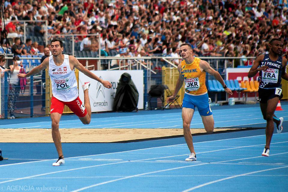 Drużynowe mistrzostwa Europy. Finisz biegu na 400 m. Rafał Omelko (pierwszy z lewej) był czwarty