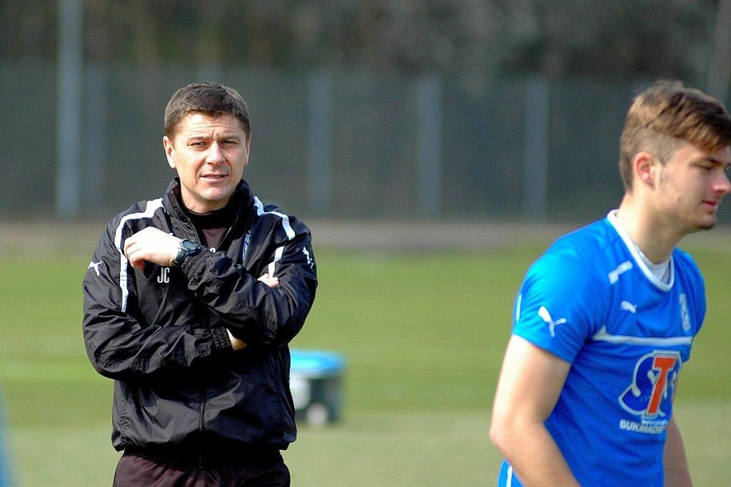 Trening Lecha Poznań. Prowadzi go drugi trener, Jerzy Cyrak