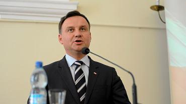 Andrzej Duda po poniedziałkowej ratyfikacji ponownie stwierdził, że konwencja jest sprzeczna z polską tradycją i wszczepia nam obce wzorce kulturowe.