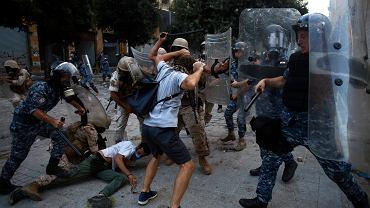 08.08.2020 Liban, Bejrut. Starcia z policją podczas sobotnich protestów.