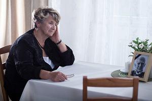 Zasiłek pogrzebowy, kredyty, konta - sprawy do uporządkowania po śmierci bliskiego