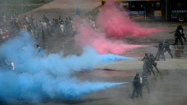 Chiny wprowadziły na północy kraju politykę zastraszania. Publiczne ogłaszanie wyroków, policja na ulicach - to teraz codzienność