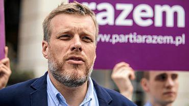 """Partia Razem przeprasza producenta Cisowianki. """"Bez uzasadnienia wzywała do bojkotu produktów"""""""