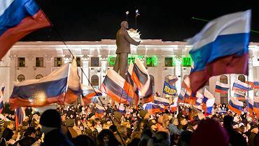 16.03.2014, Symferopol, radość na placu Lenina po zajęciu Krymu przez Rosję.