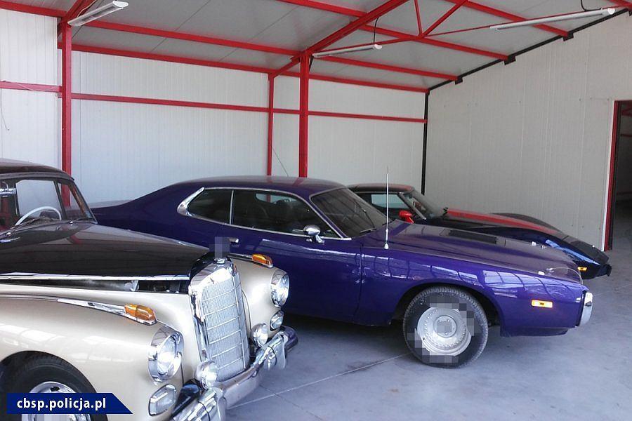 Grupa przestępcza oszukiwała przy zakupie i renowacji oraz sprzedaży zabytkowych samochodów