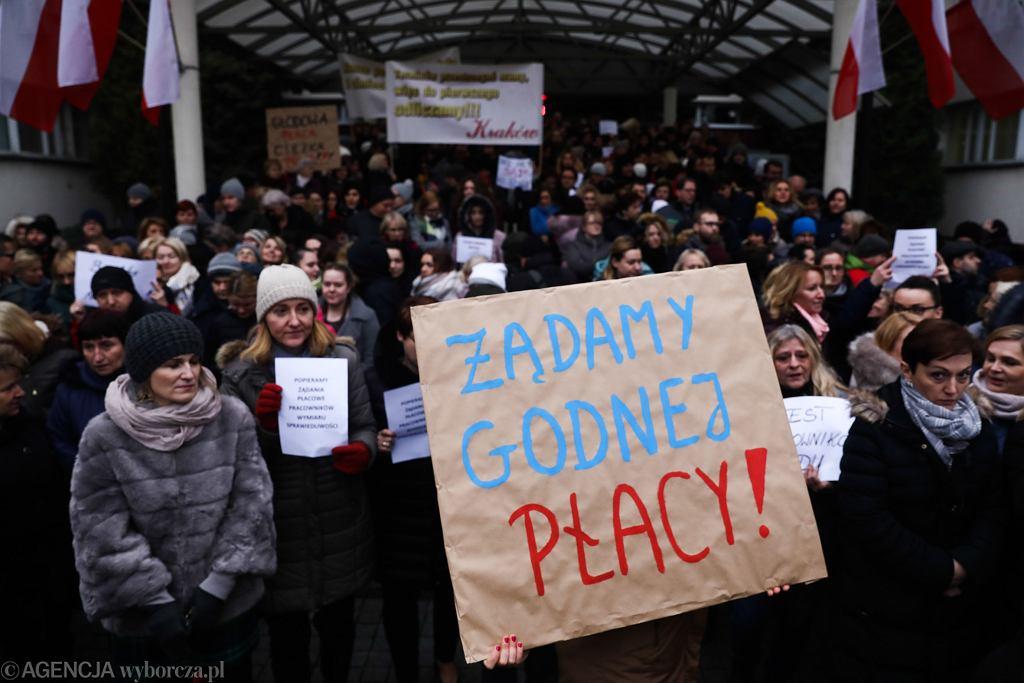 Protest pracowników administracyjnych sądu. Kraków, 14 grudnia 2018