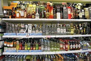 Wino zbyt anonimowe, piwo zbyt przaśne. Na święta sklepy promują wódkę.