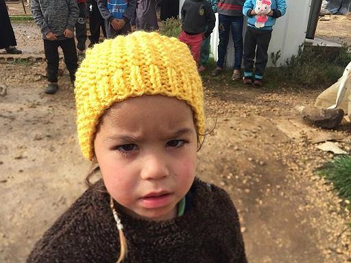 Seniorki z Gdańska przygotowały 280 czapek dla dzieci uchodźców przebywających w Libanie.