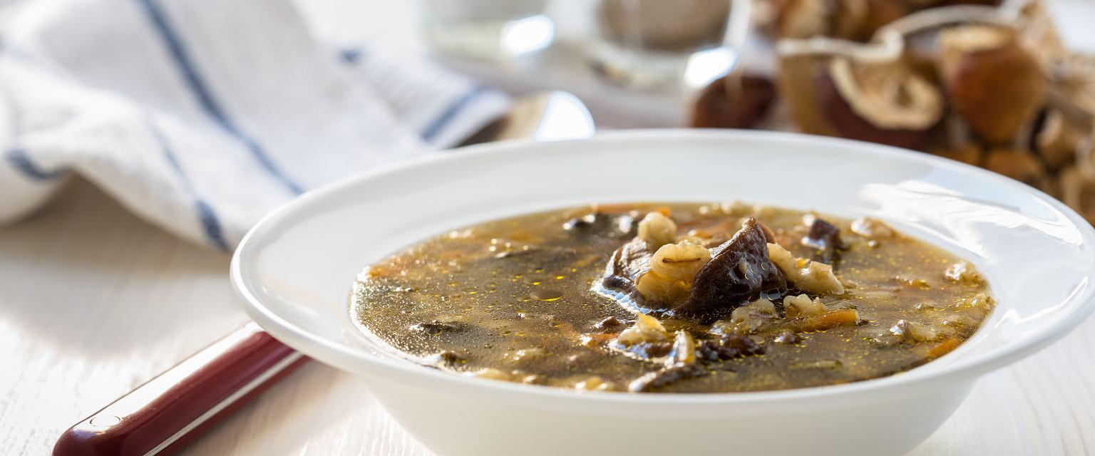 Orientalna zupa z grzybów leśnych