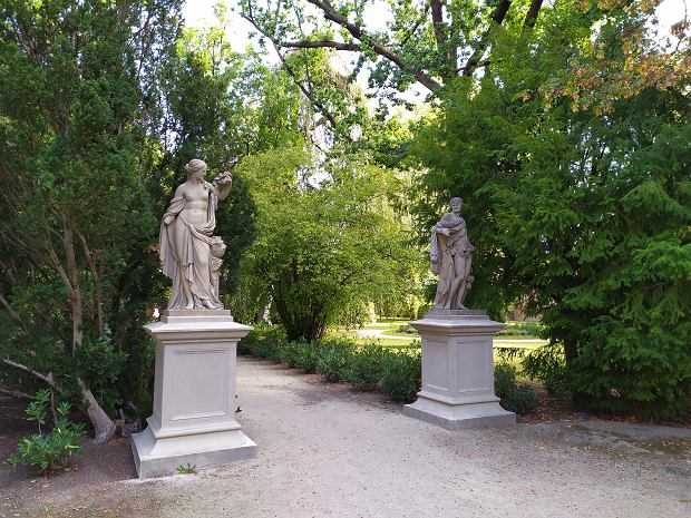 Rzeźby w ogrodzie botanicznym Tempelgarten