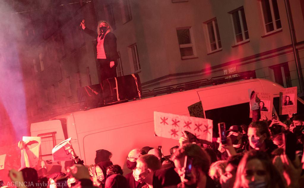 23.10.2020, Warszawa, Marta Lempart na proteście pod domem Jarosława Kaczyńskiego.