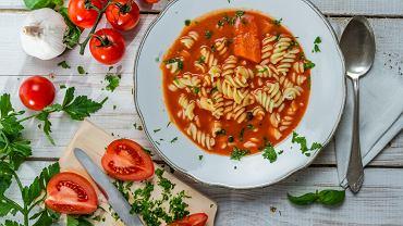 Zupa pomidorowa najlepsza jest ze świeżych, letnich pomidorów, ale i z koncentratu wyjdzie wam pyszna