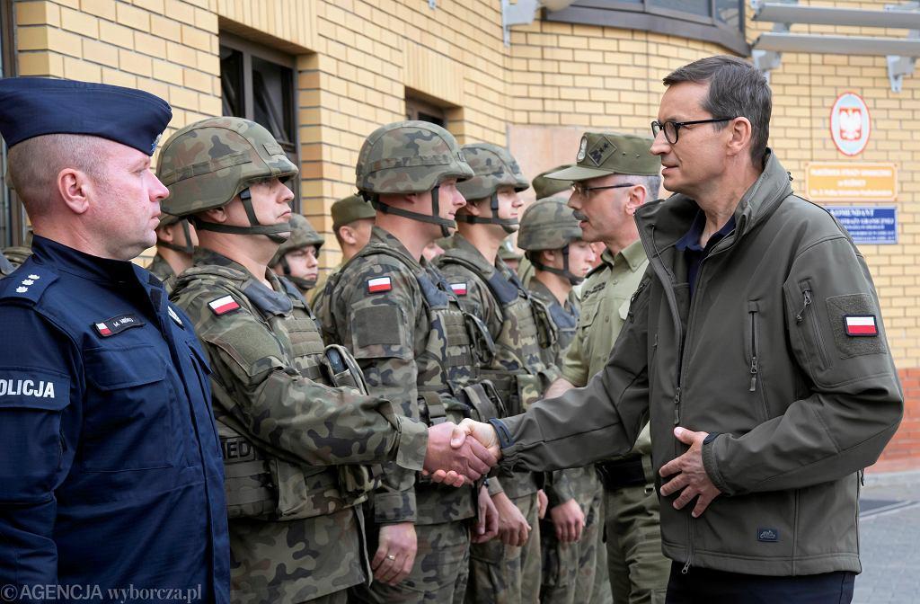 24 sierpnia, Mateusz Morawiecki odwiedza Straż Graniczą w Kuźnicy Białostockiej